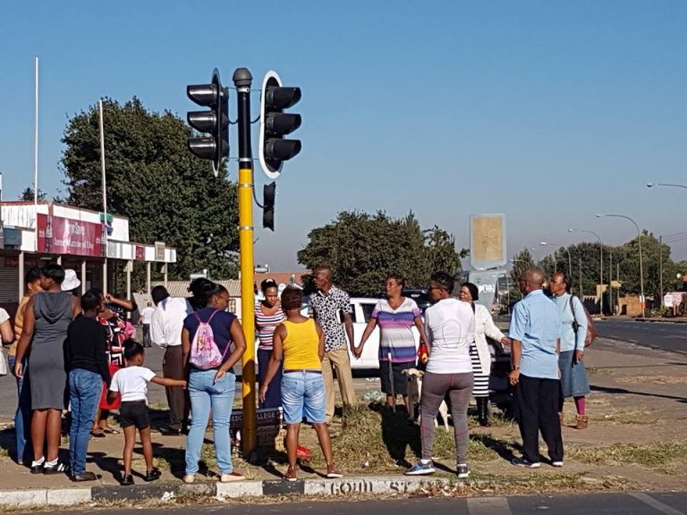 Read more about the article Eldorado Park Prayer with Rainbow FM